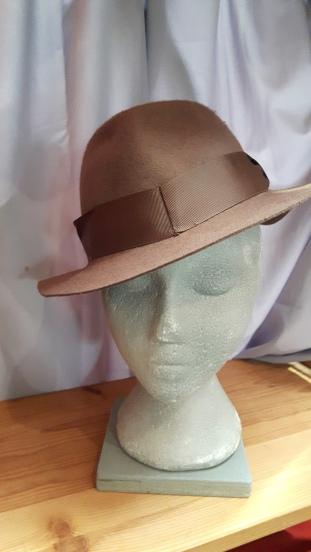 felt-hat-light-brown