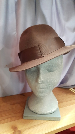 felt-hat-light-brown